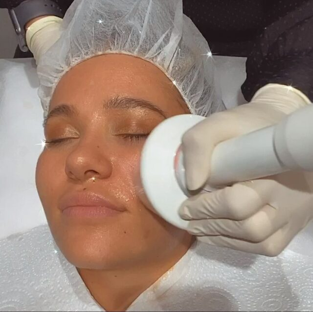 WINTER WELLNESS with resultslaserclinic_nursebecca 🧖🏽‍♀️  $199 for 2x Micro Cleanse, 2x Non-Surgical Facelifts, 2x Results Active Products!  Pamper yourself this winter with the most relaxing treatment we have. Remove that dead, dry layer of skin and plump, mould and lift those cheeks 👼🏽  Limited time offer to de-stress and massage out your worries ✨