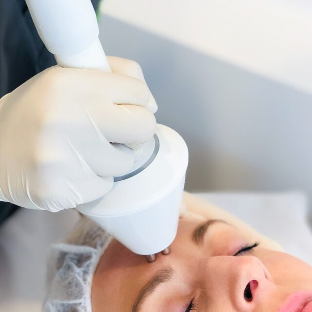 Enjoy the benefits of a facelift minus the surgery with our Non Surgical Facelift on sale at $75!!  Benefits include:  💚 Tightening of the skin across your facial skin 💚 Minimise fine lines or wrinkles 💚 Youthful and fresh look  Save time, book online - link in bio