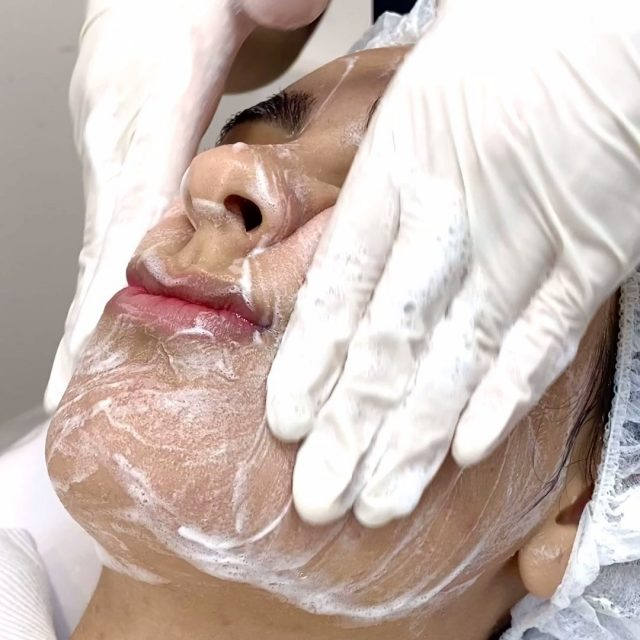We love introducing our clients to new skin treatments that will help them reach their skin goals! To help you boost your skin glow we are offering 50% off your first skin treatment for a limited time only. 🙌   Our team is always available to offer expert skincare advice and product recommendations when you book a complimentary consultation. Save time, shop online - link in bio